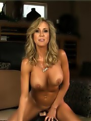 Sexy Sybian time with the fitness pornstar Brandi Love.